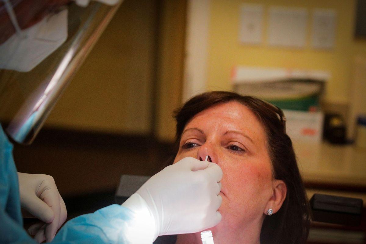 V pátek v ČR přibylo ještě víc nakažených koronavirem než ve čtvrtek