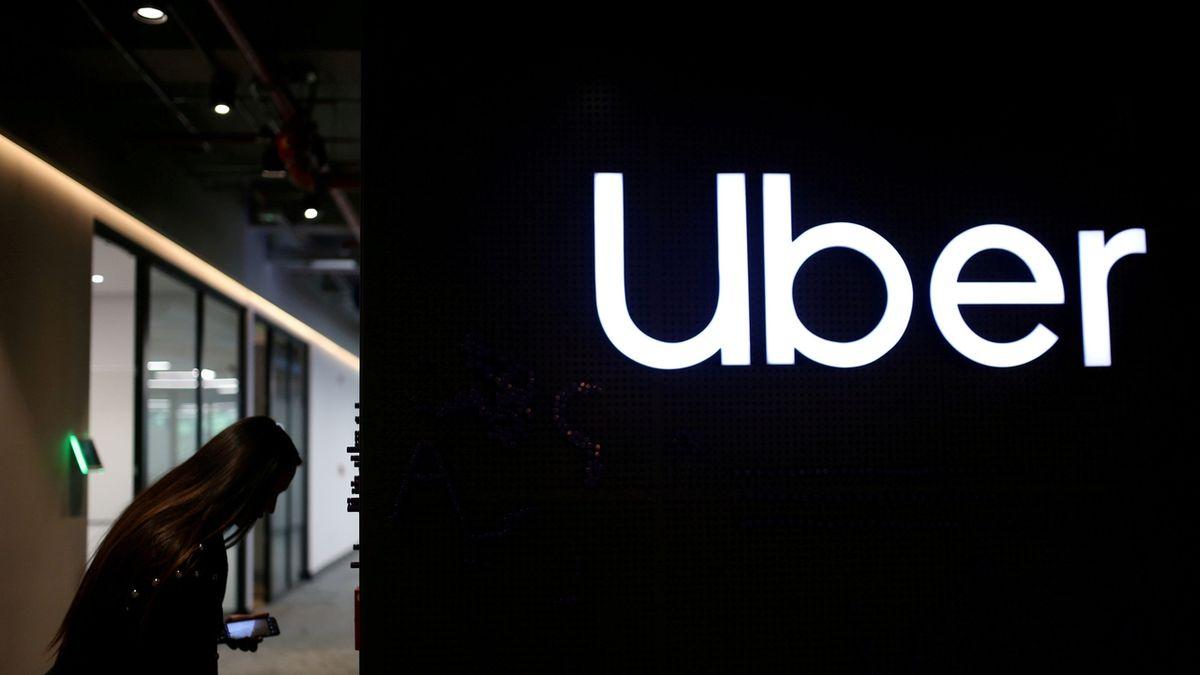 Uber funguje jako taxislužba, konstatoval Ústavní soud