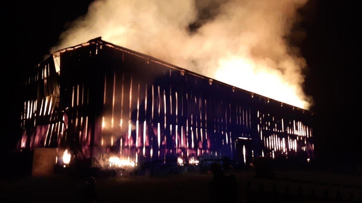 Bouřky dorazily. Výpadky proudu, v Lázních Toušeň zapálil blesk stodolu