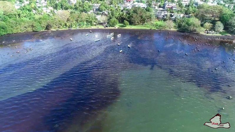 Havárii tankeru u Mauriciu mohla způsobit snaha nalézt signál
