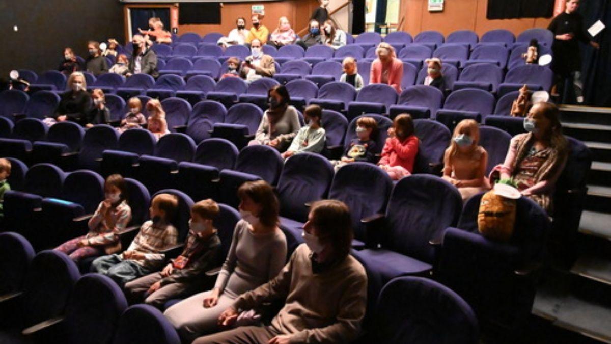 Pro divadla, kina i koncerty je 300 diváků málo