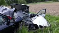 Dvacetiletý řidič na Českobudějovicku rozpůlil BMW, na místězemřel