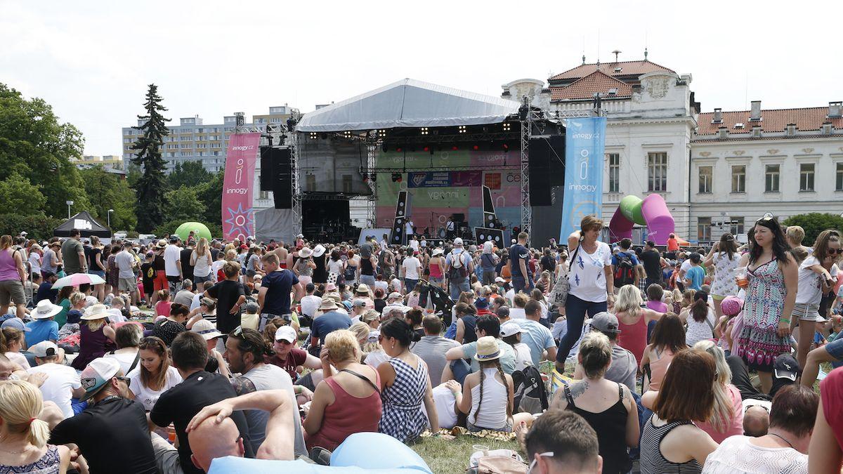 Festival Mezi ploty před ploty, s Tomášem Klusem a Kašpárkem v rohlíku