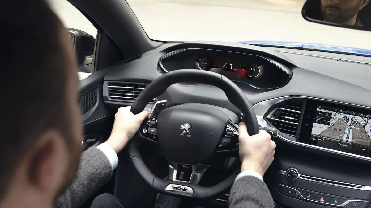 Odcházející Peugeot 308 přijde o digitální přístrojový štít, kvůli nedostatku čipů