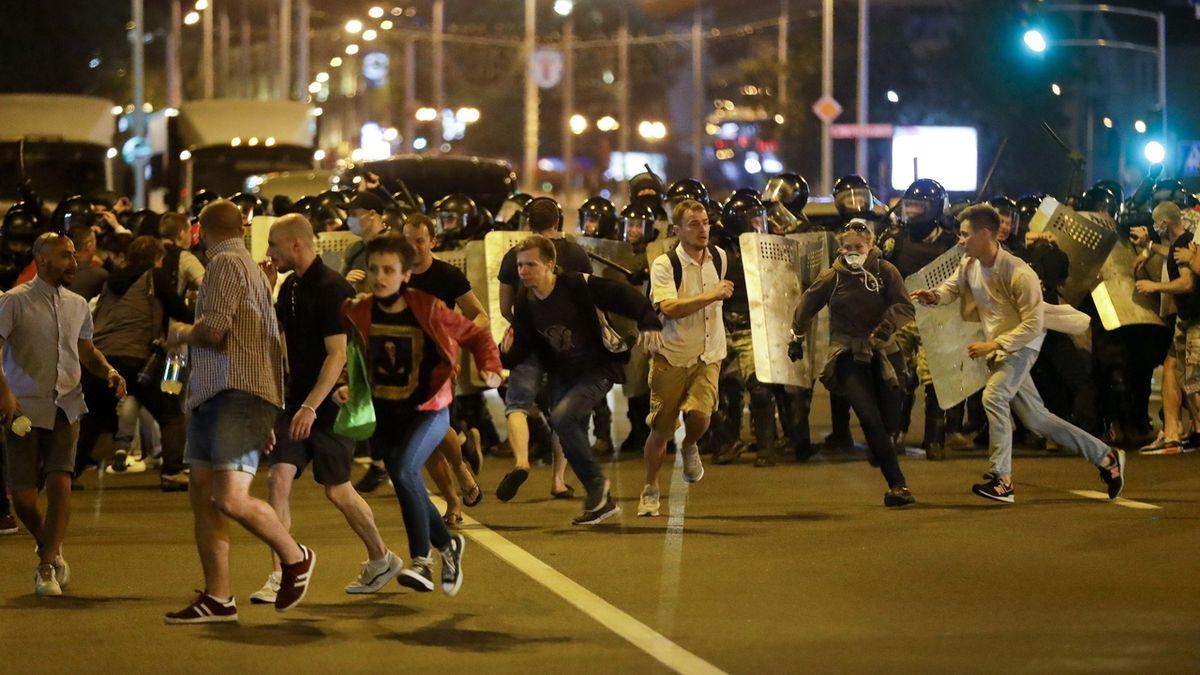 Bělorusko si zaslouží demokracii, čeští politici odsoudili policejní brutalitu