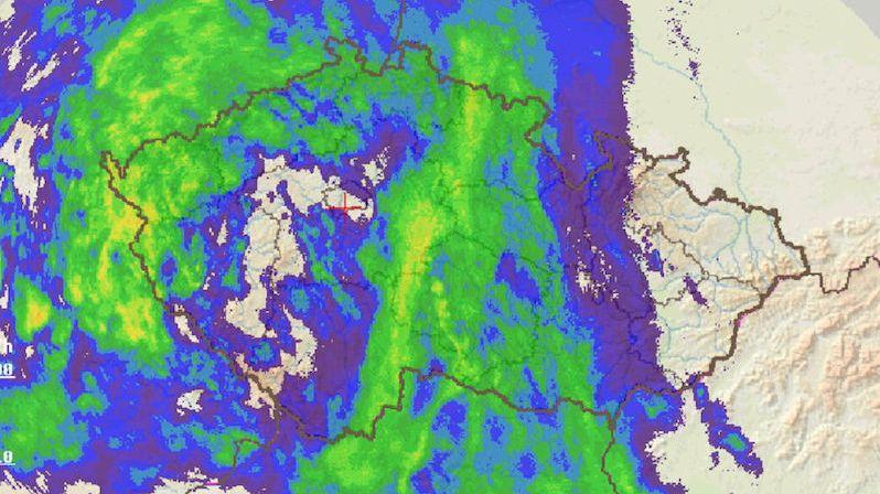 Česko zasáhly silné bouřky, v Temelíně za pár minut spadlo 30 mm