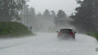 Bouřky budou velmi silné, spadnout může až 55 milimetrů, varovali meteorologové