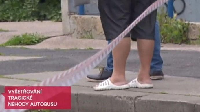 V době nehody měl řidič autobusu na nohou pantofle.