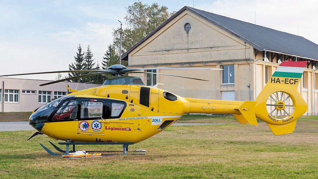 Záchranářský vrtulník sfoukl parašutistu ze stromu