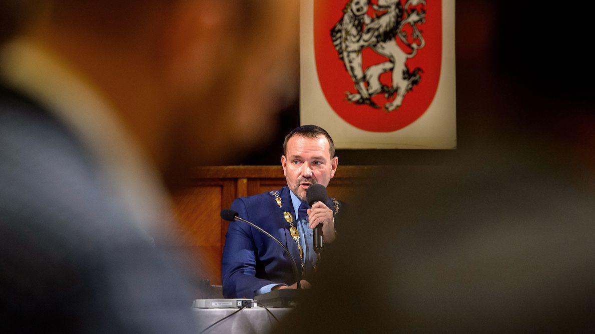 Děčín je po krachu koalice bez rady, zastupitelé odvolali primátora Hroudu z ANO