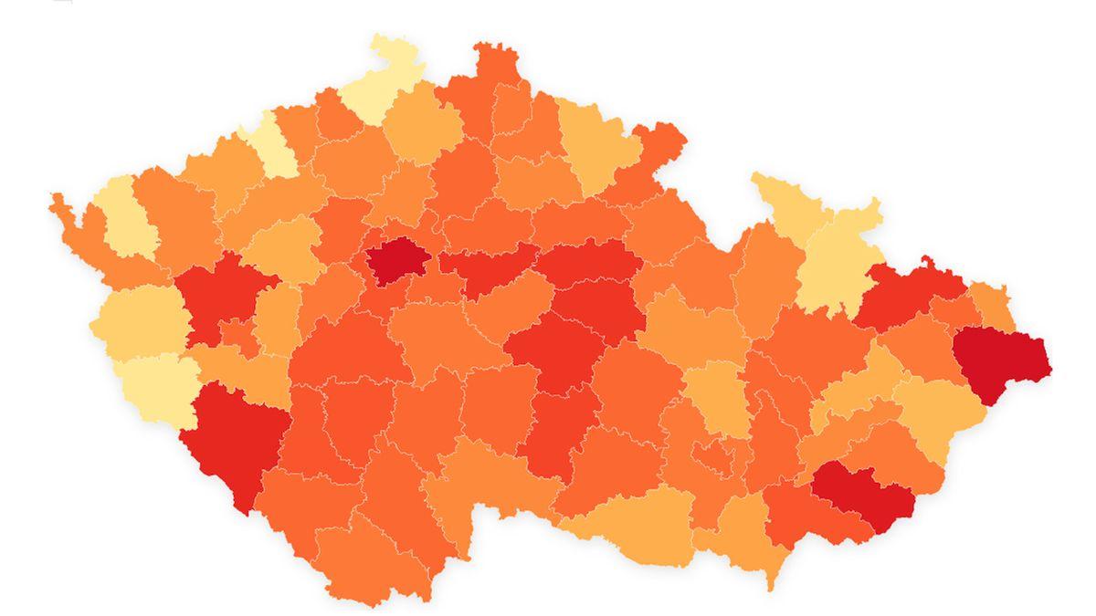 Někde jednotky, jinde téměř stovka nakažených. Kde je v ČR nejhorší situace?