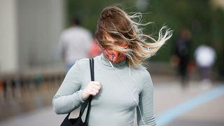 Silný vítr hrozí i v úterý, varovali meteorologové