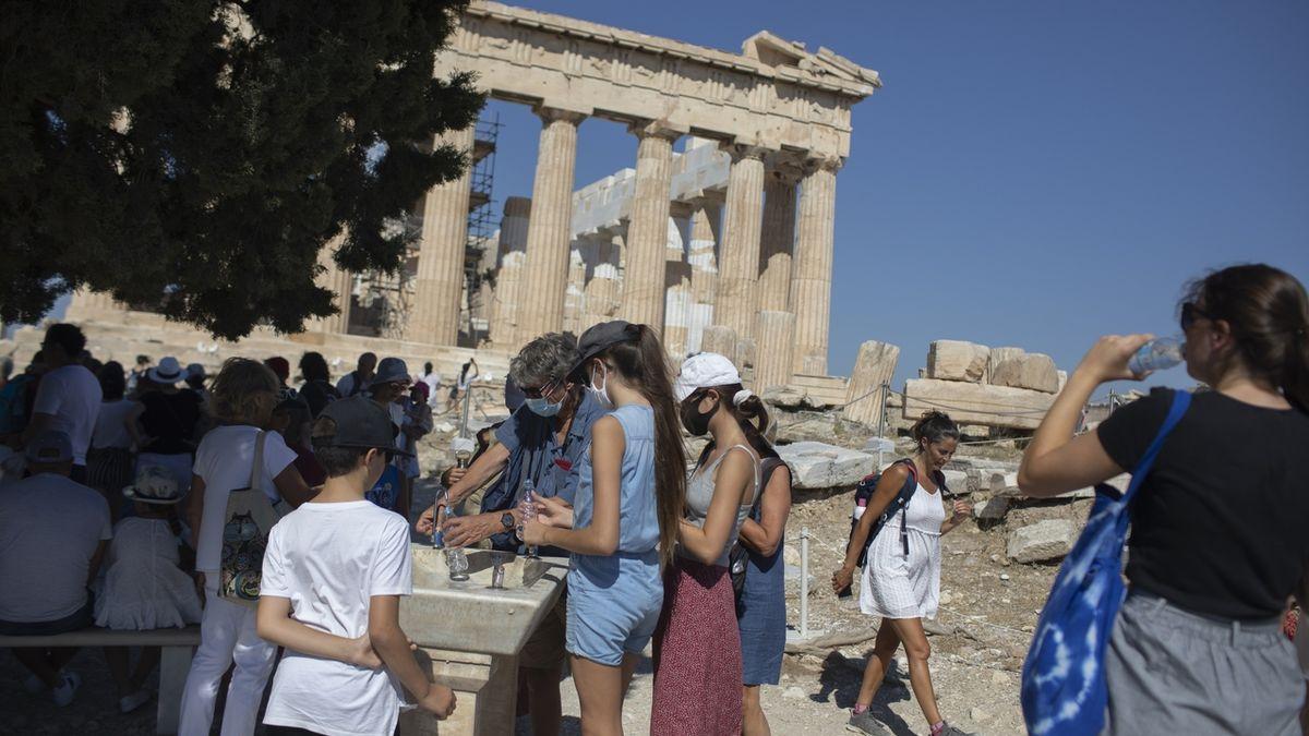 Zmatky před cestou do Řecka: Test, lékařské potvrzení a QR kód
