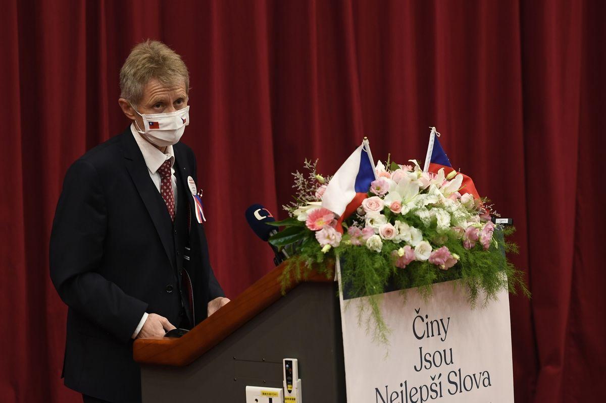Předseda Senátu Miloš Vystrčil vystoupil v Tchaj-peji na tchajwanské Národní univerzitě Čcheng-čch'.