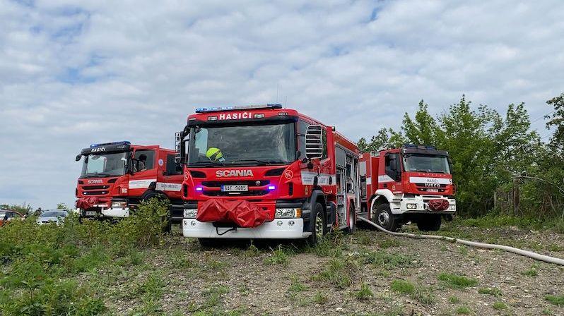 V Litvínově hoří odpadová hala, zasahuje devět hasičských jednotek