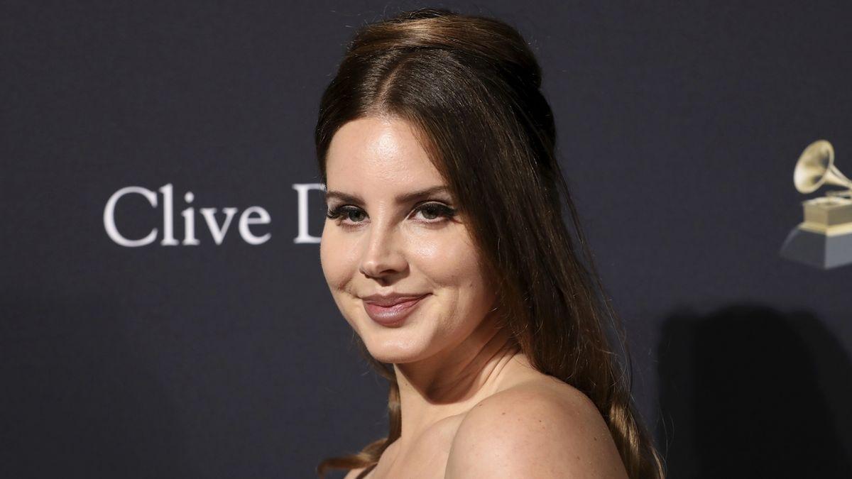 Lana Del Rey proti využívání sexu. Je z toho ale obvinění z rasismu