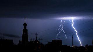 Česko zasáhnou silné bouřky a vedro, varovali meteorologové
