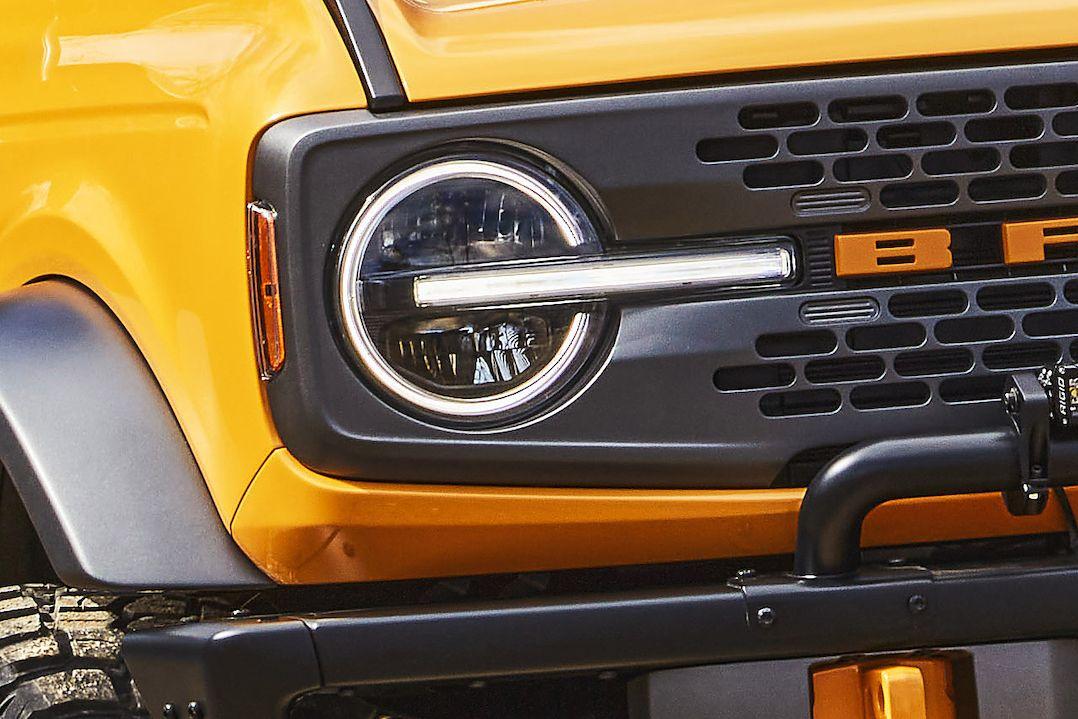 Světla nového Fordu Bronco (na snímku) jsou jeho důležitým designovým prvkem. Stejně jako u čínského Wey P01.