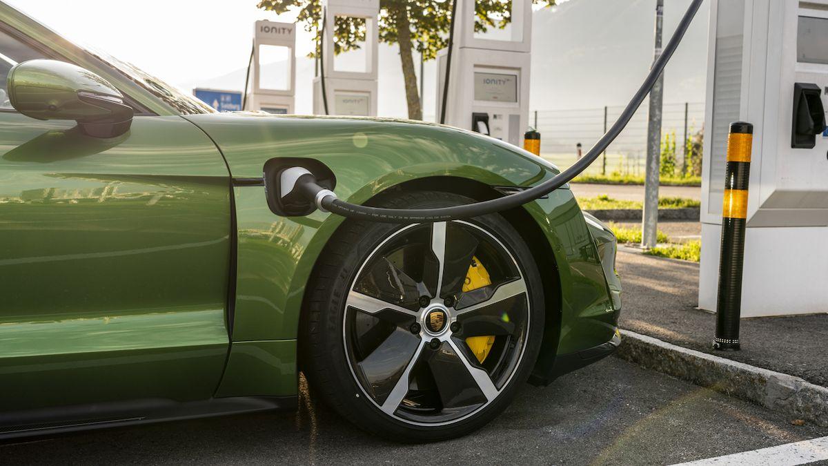 Porsche chce levnější elektromobil, má konkurovat BMW i4