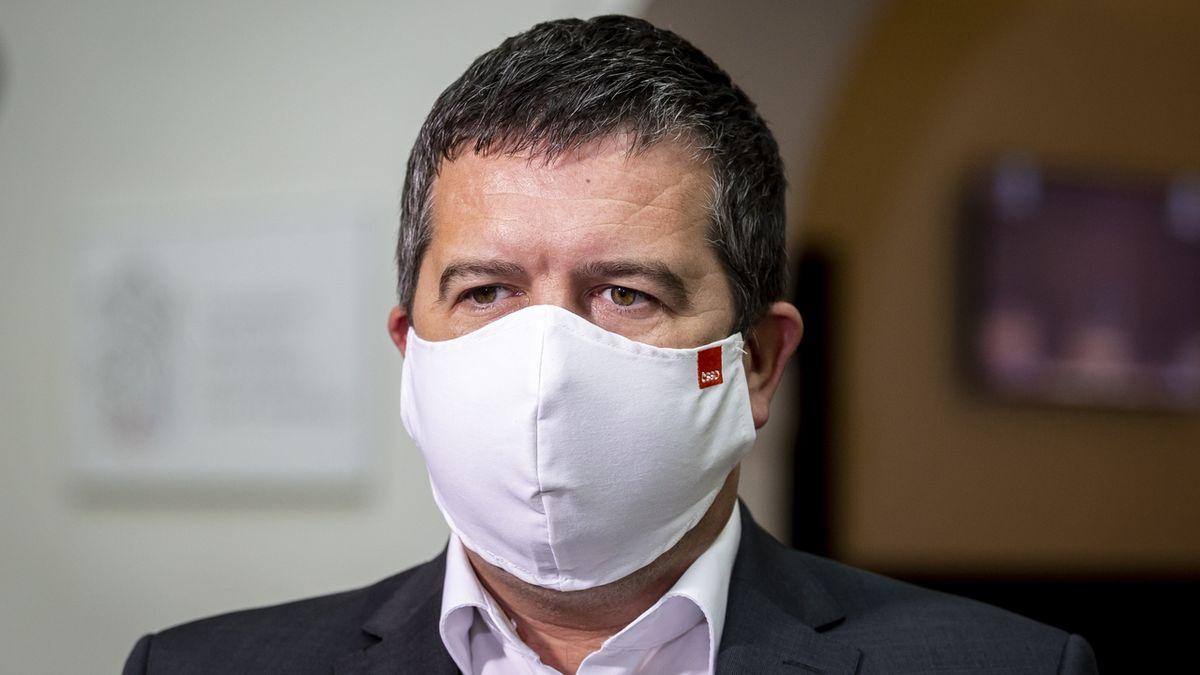 Hamáček: Nouzový stav podpořím, nemůžeme v tom Prymulu nechat