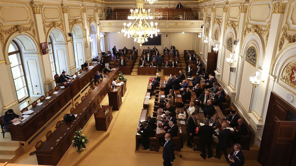 Poslanci schválili uplatnění daňové ztráty maximálně z částky 30 milionů i změny u DPH