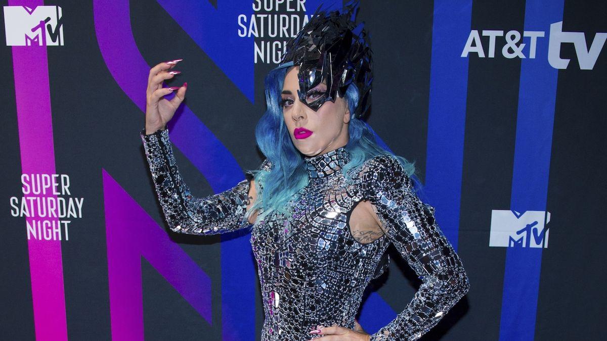 RECENZE: Lady Gaga tančí bez extravagance
