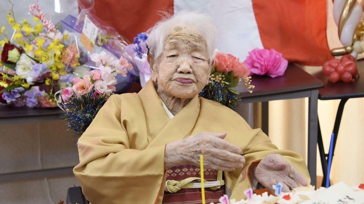 Lidí starších 100 let je v Japonsku už přes 80 tisíc