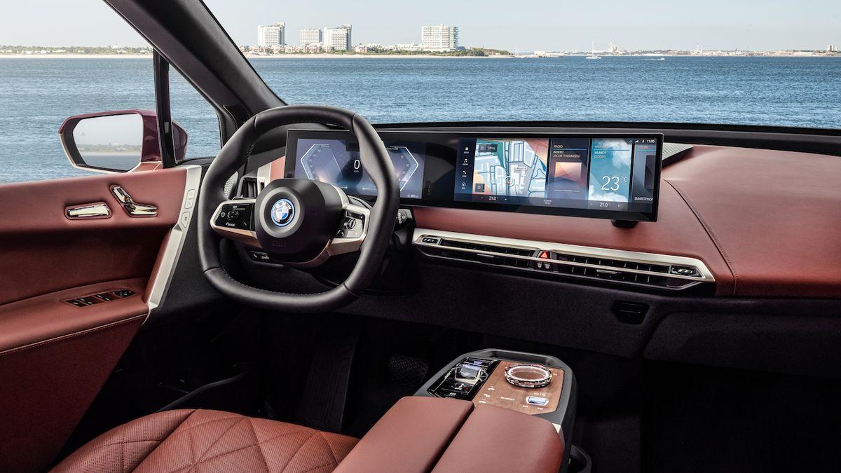 BMW iX (ilustrační foto)