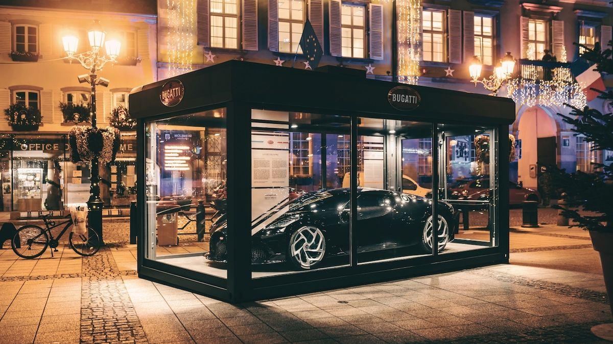 Nejdražší vánoční dekorace? Bugatti v Molsheimu vystavilo La Voiture Noire