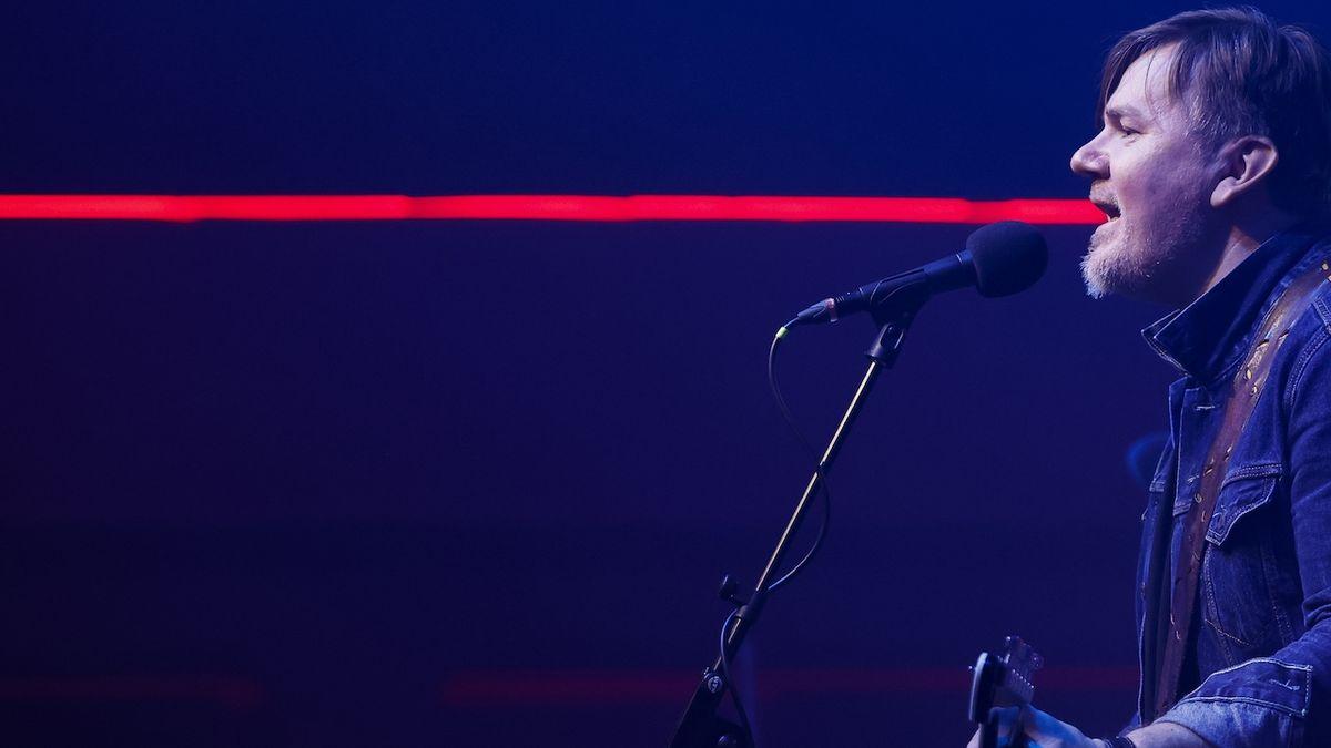 Michal Hrůza hrál v pražském Lucerna Music Baru. Bez lidí, před kamerami