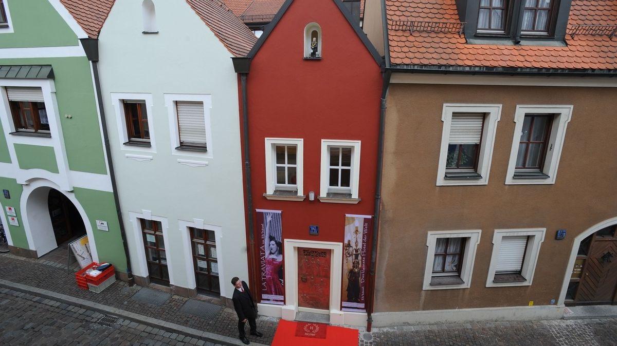 Nejmenší hotel světa mají v Německu. Na šířku má sotva dva a půl metru