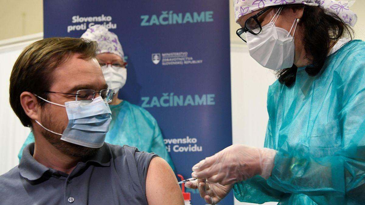 Slováci tlumí očkování. Chybí vakcíny