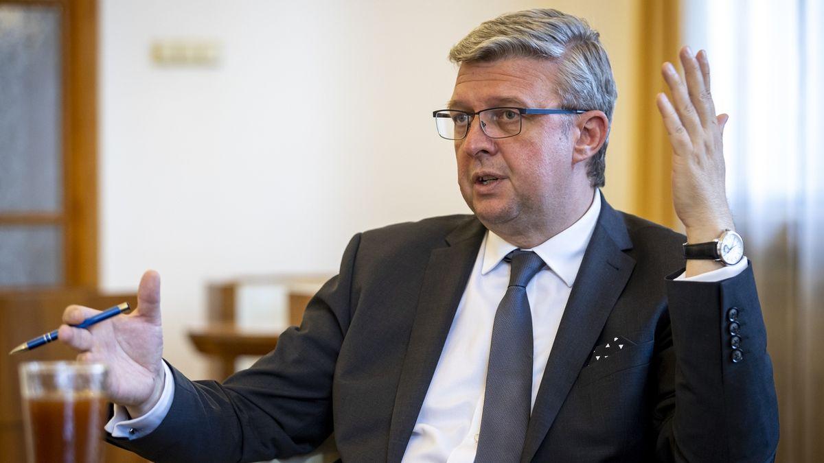 Česko jedná se dvěma investory o továrně na baterie, oznámil Havlíček