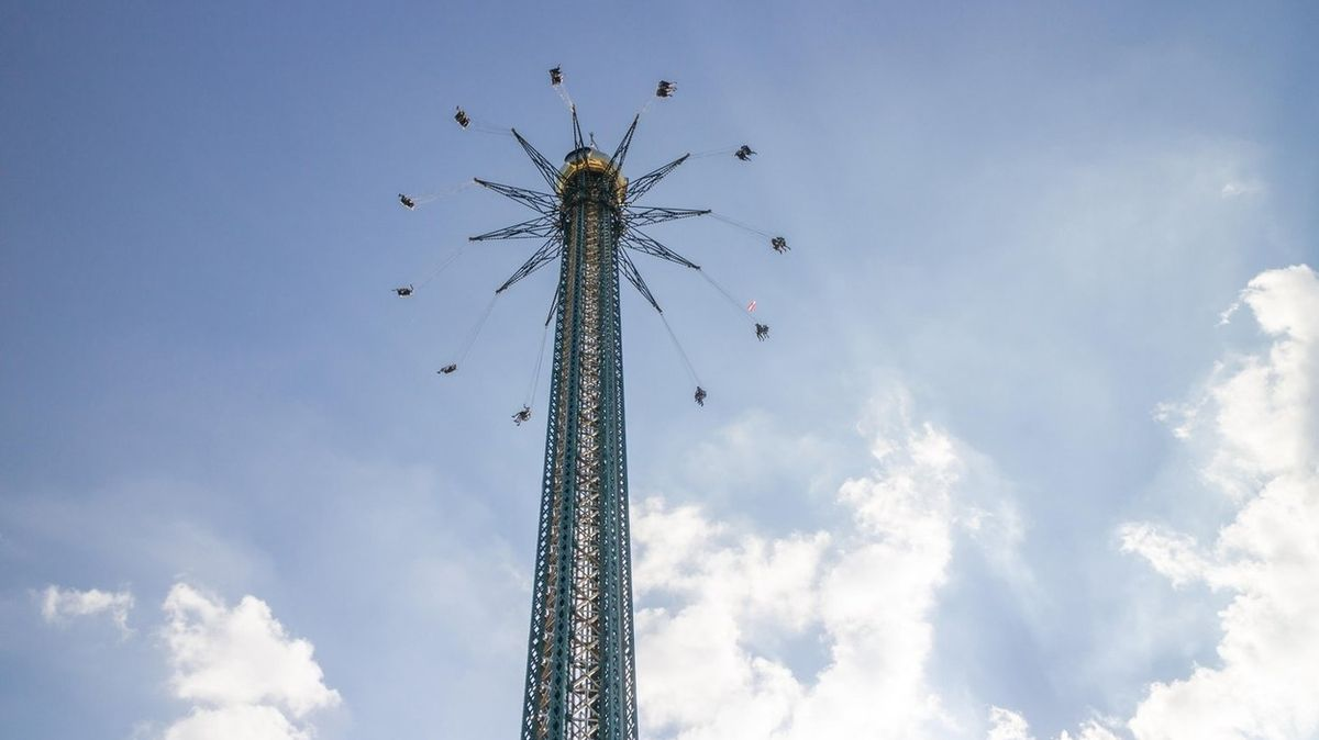 V Dubaji představili nejvyšší kolotoč na světě. Měří 140 metrů