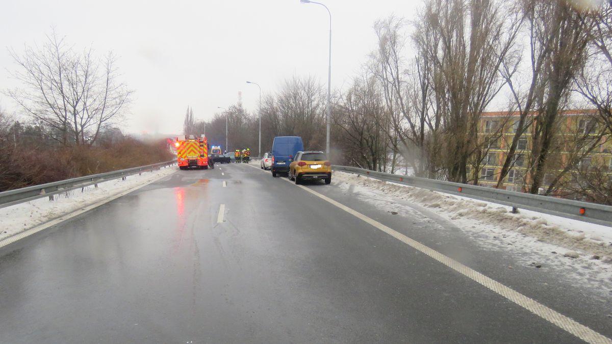 Policie hledá svědky nehody, při které v Ostravě auto srazilo dvě ženy