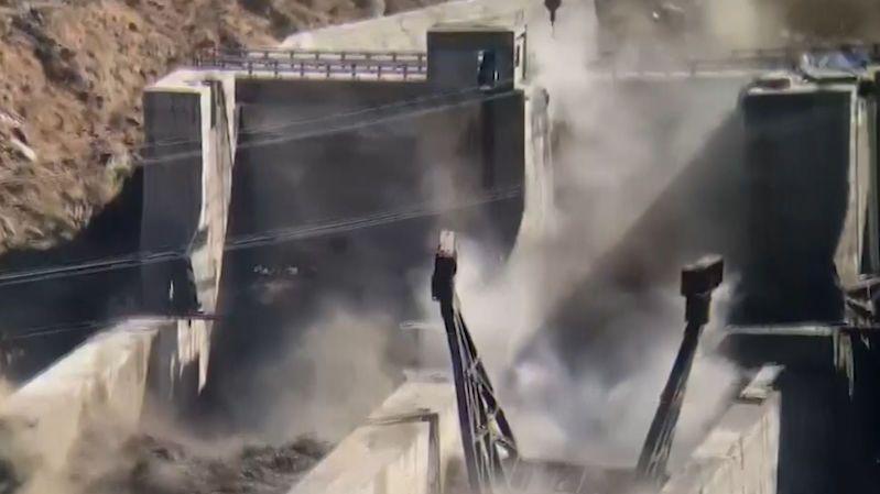 V Indii se protrhla přehrada