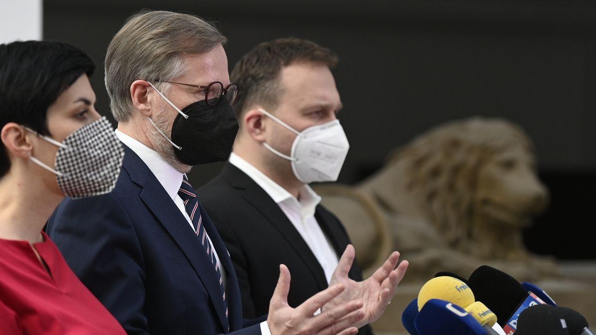 Opozice: Vyčistit ruskou ambasádu. Zametat s námi nebudou