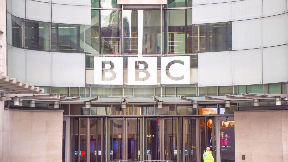 Čína zakázala zpravodajské vysílání BBC
