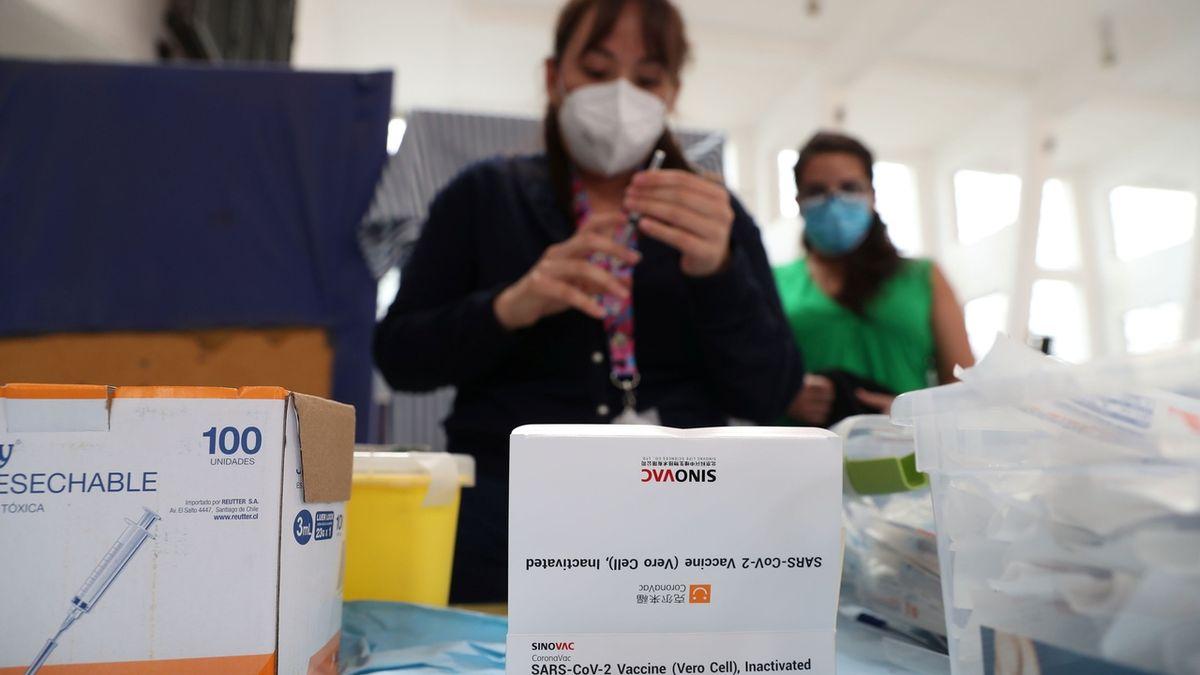 EMA začala posuzovat čínskou vakcínu od Sinovacu
