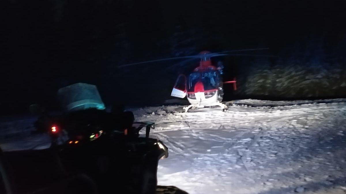 Chlapec se při pádu v Beskydech zaklínil hlavou v zábraně, letěl pro něj vrtulník