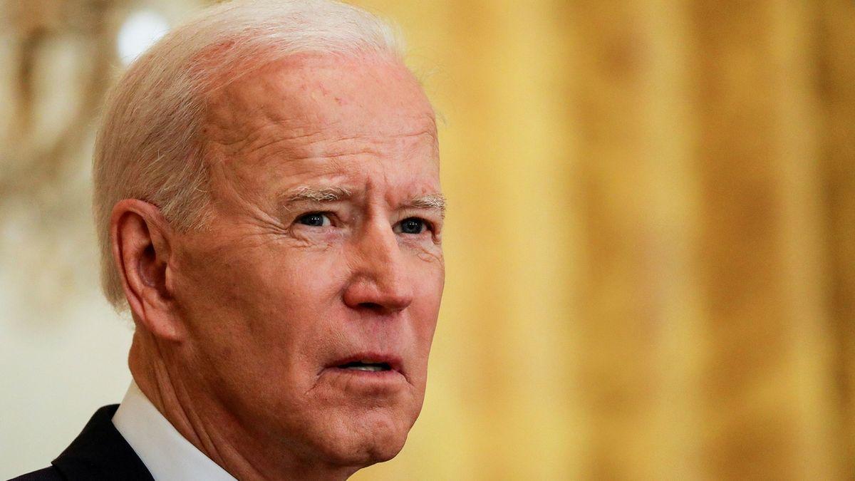 Biden pohrozil Rusku, že USA odpoví na vměšování, ale teď nechce zvyšovat napětí