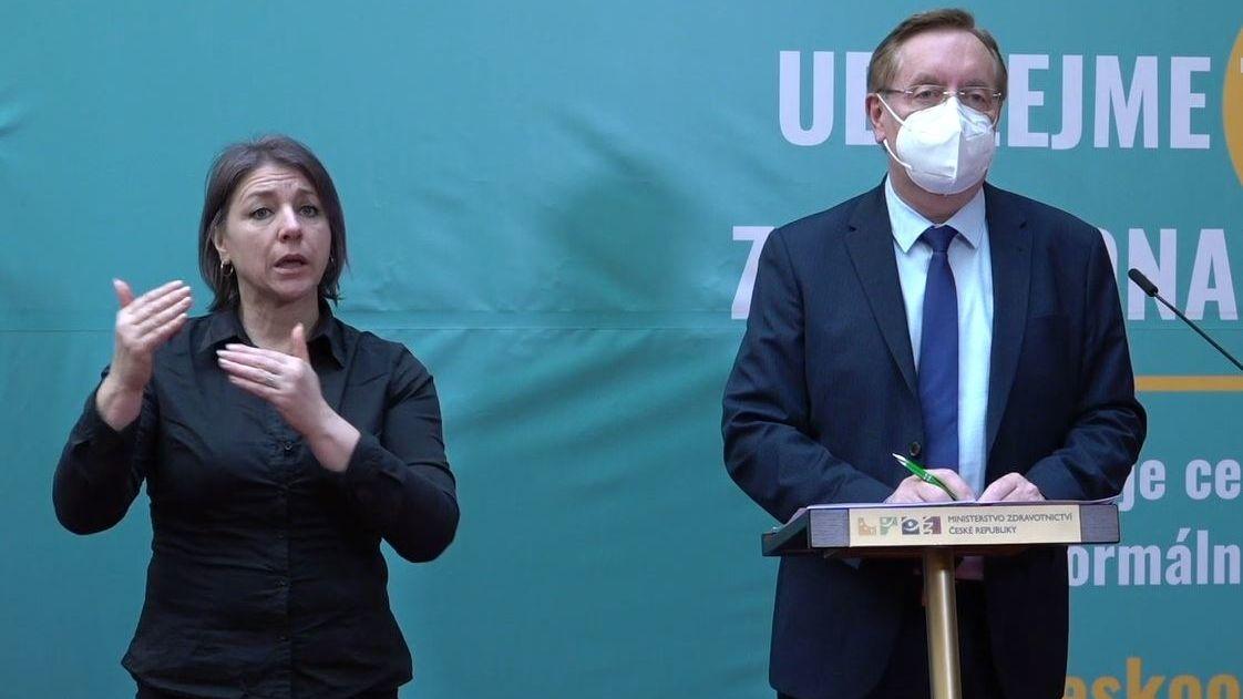 Arenberger: Zásluhou většiny občanů brzdíme šíření epidemie