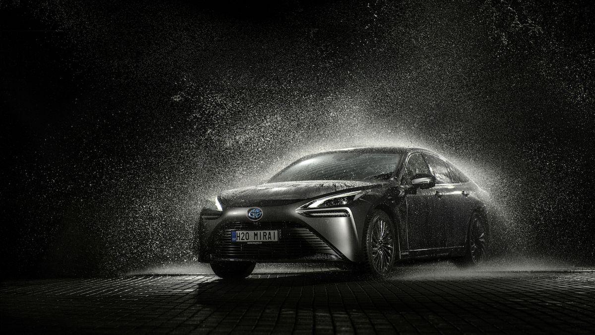 Toyota začala v Česku prodávat první vodíkové auto