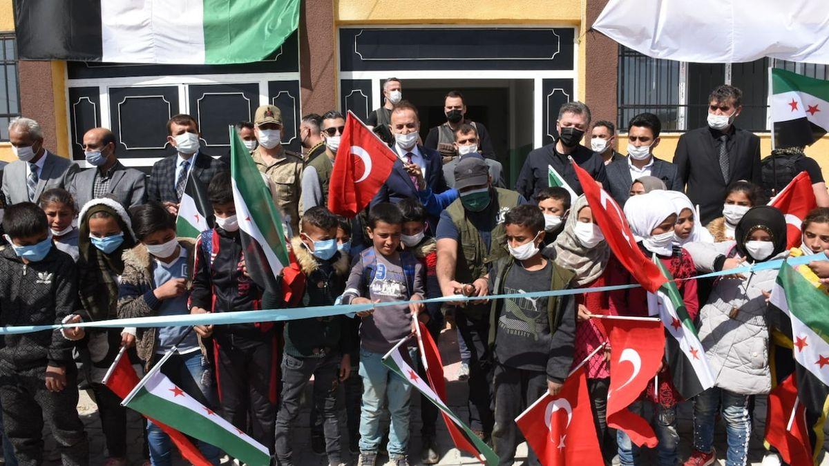 Návrat Osmanské říše? Turecko si nepozorovaně přivlastňuje sever Sýrie