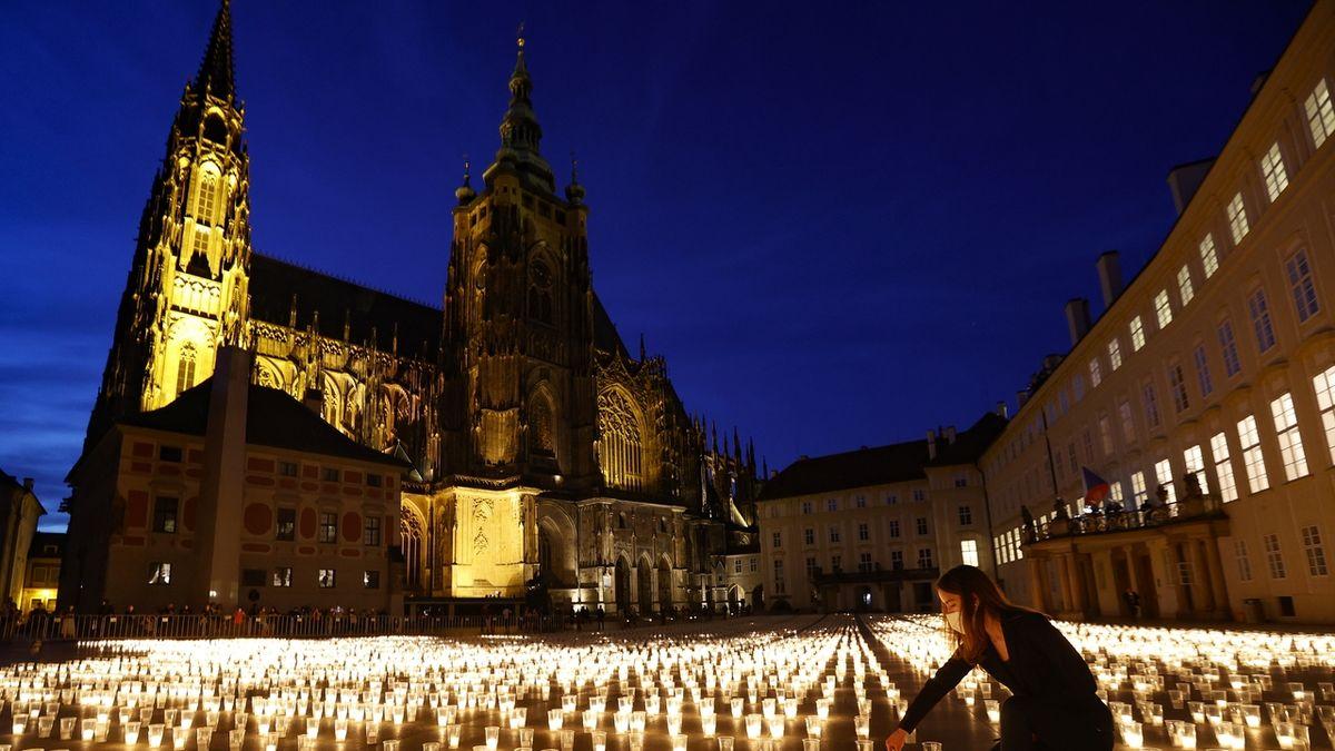 FOTO: 30 000 svíček za oběti covidu