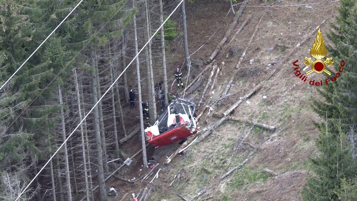 Tragický pád kabiny lanovky v Itálii: Přetržené lano a porucha brzdy