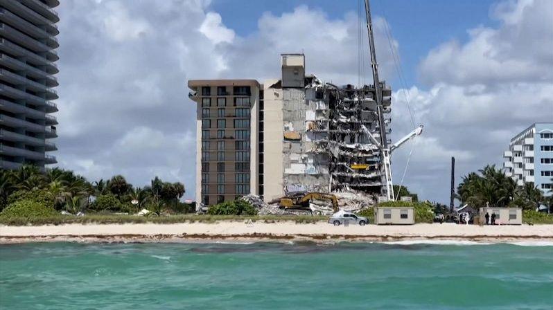 Horor v Miami nekončí. Záchranáři už pátý den pátrají po 152 pohřešovaných