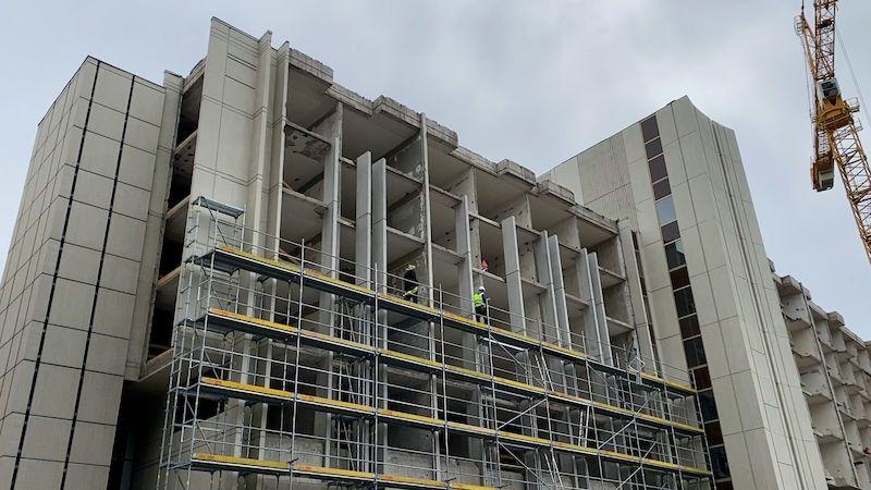Při rekonstrukci hotelu InterContinental se našel nebezpečný azbest