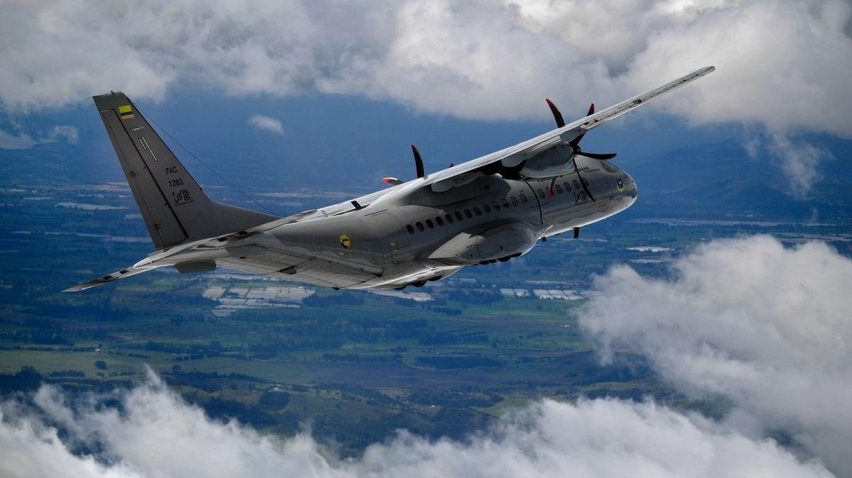 Česká armáda ve Španělsku převzala zbrusu nový letoun CASA