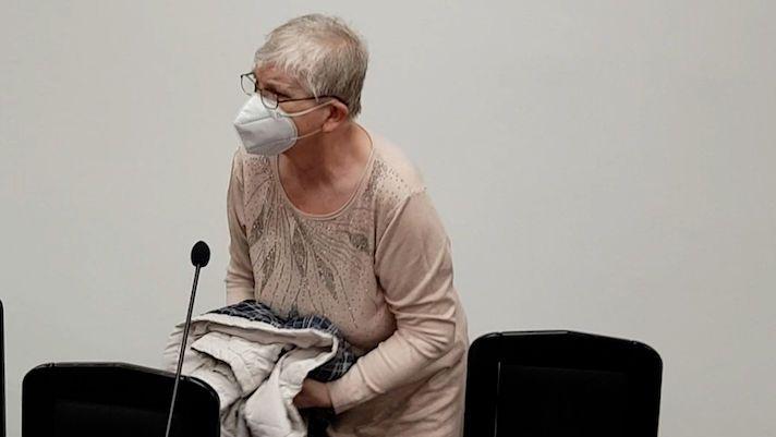 Za smrt dítěte stojí před soudem chůva. Přiznala, že ho kopla